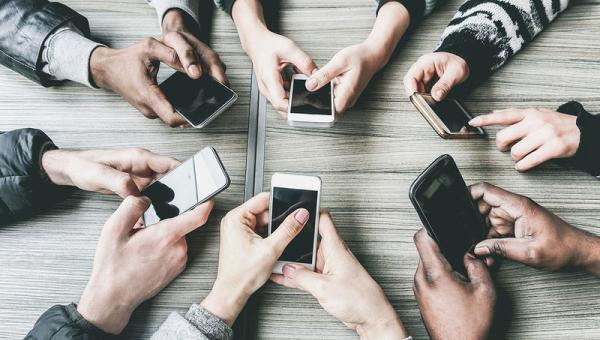 Πόσο εθισμένοι είσαστε στο κινητό  Κάντε το Τεστ 3fe2ab472be