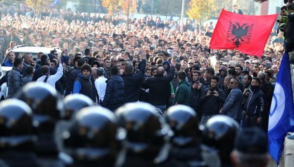 Αποτέλεσμα εικόνας για τιρανα διαδηλώσεις