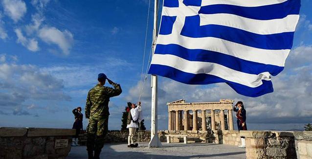 Φωτογραφίες με την Ελληνική σημαία που μας κάνουν υπερήφανους! | BriefingNews