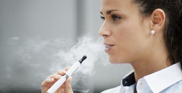 Και όμως: Το ηλεκτρονικό τσιγάρο μπορεί να κάνει κακό στους πνεύμονες σε βάθος χρόνου