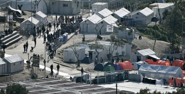 Afbeeldingsresultaat voor στρατόπεδα της μετανάστευσης Χίου